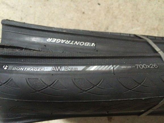 Bontrager AW2 Hard-Case Lite TLR Road Tyre
