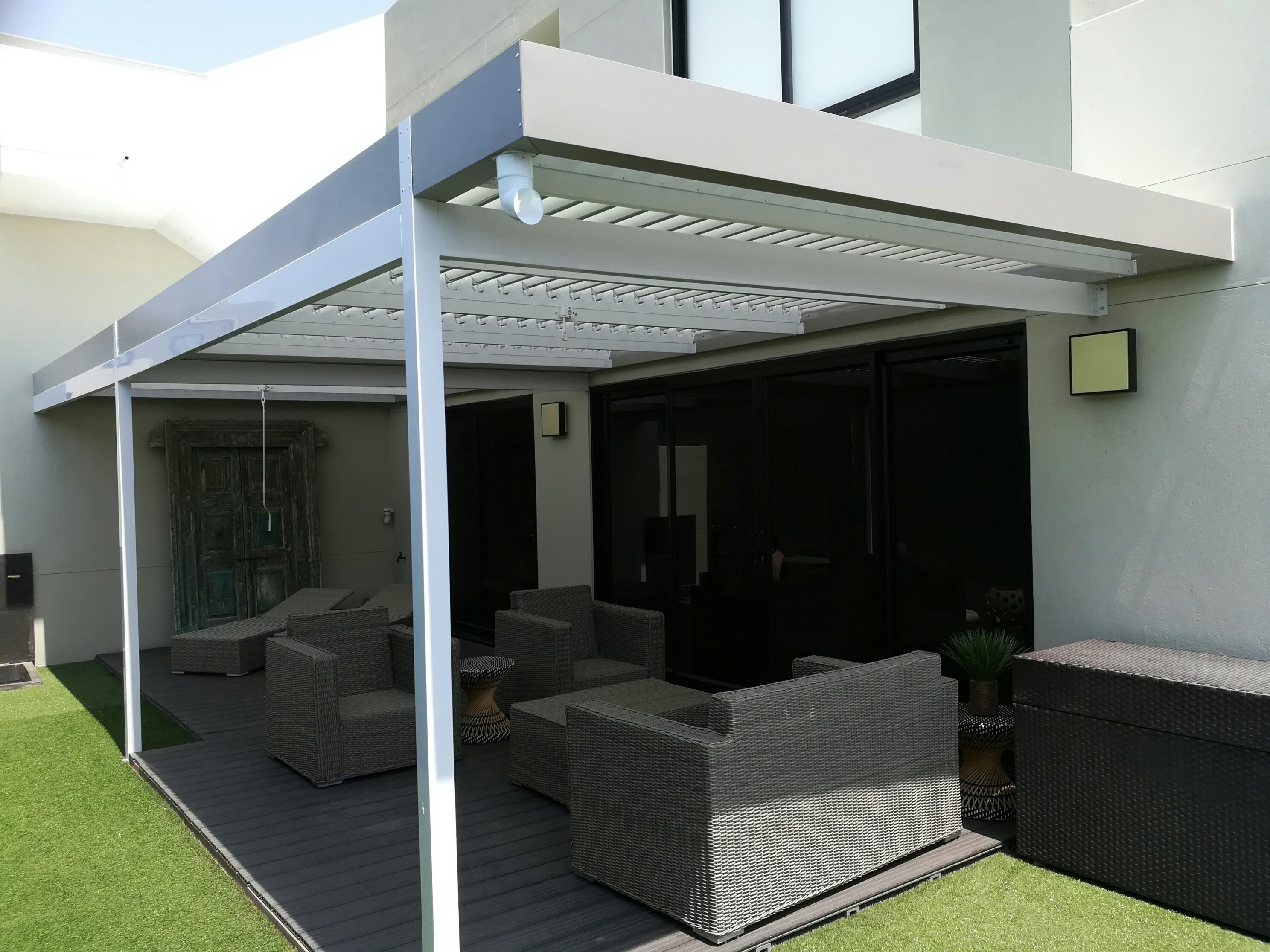 Adjustable louvre Awning